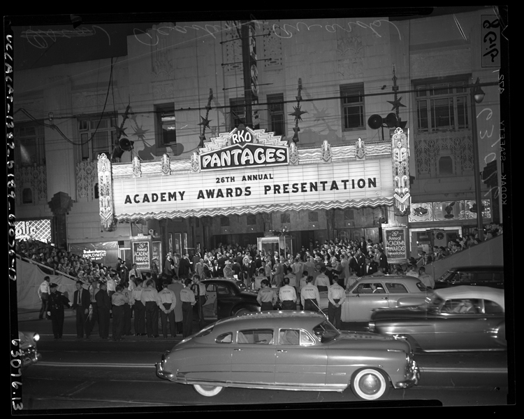 Large crowd in front of the Pantages theater on the day of the 26th Annual Academy Awards